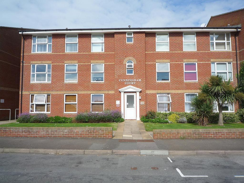 1 bedroom Upper Floor Flat in Seaford, BN25