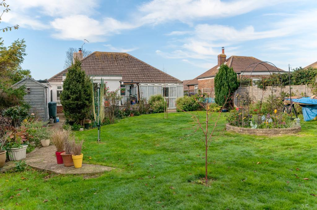 3 Bedroom Bungalow for Sale in Seaford, BN25 3AL