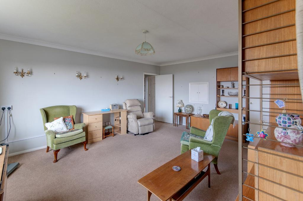 2 Bedroom Flat for Sale in Seaford, BN25 1QE