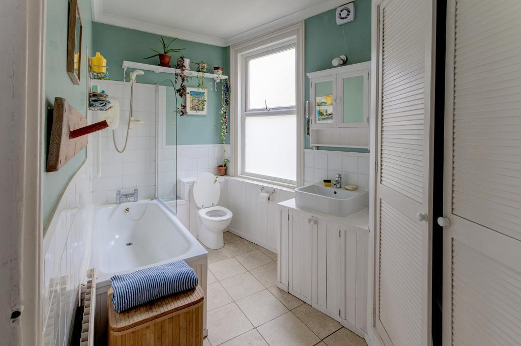 3 Bedroom House for Sale in Newhaven, BN9 9QD