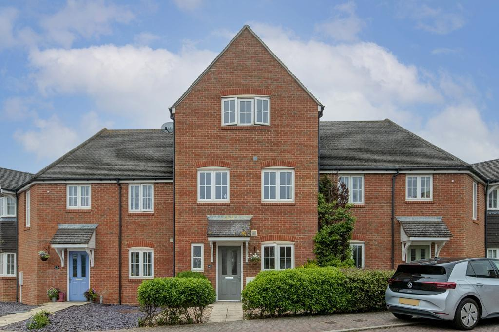 4 Bed House Property for Sale in Seaford, BN25 3ER by Newberry Tully